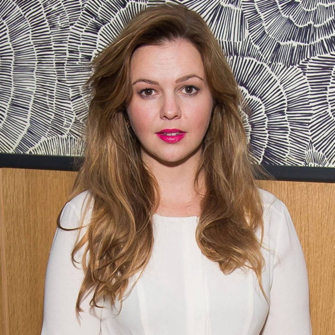 Charming Amber Tamblyn Pain Displays in Business Parents in Britney Spears